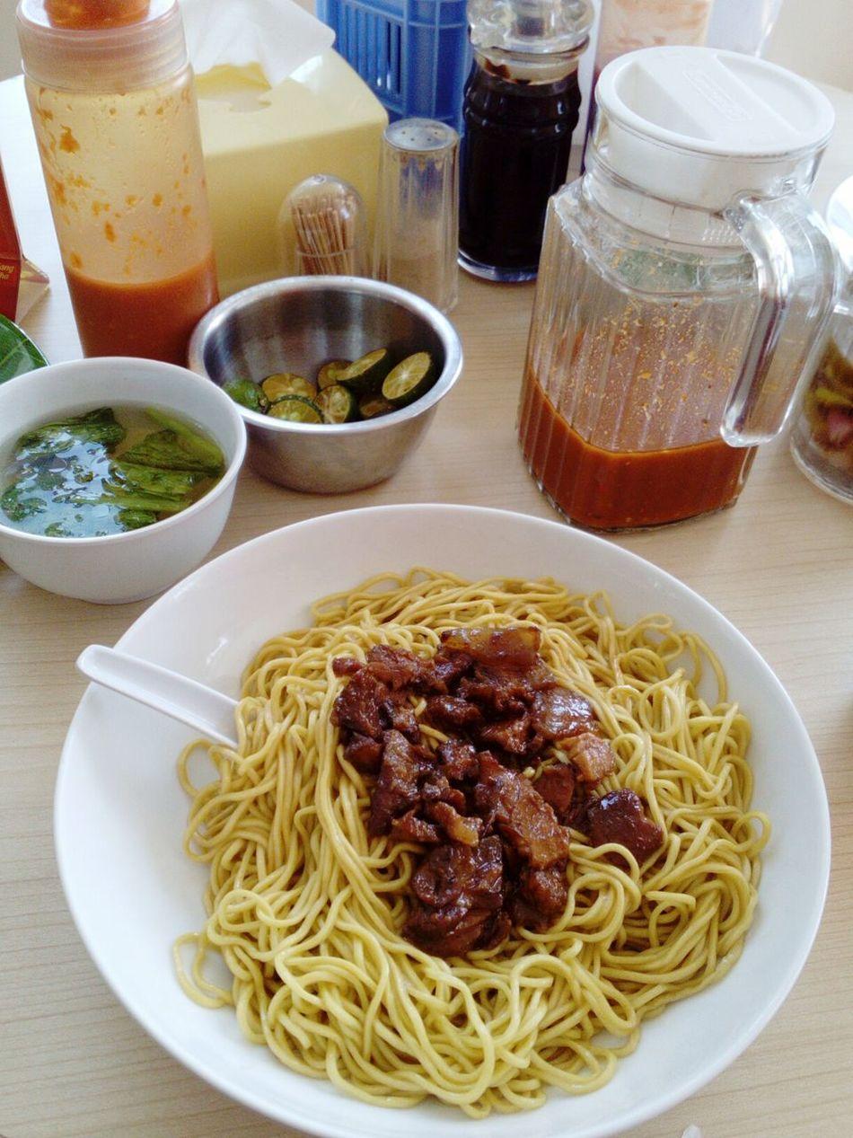 Bakmie  Babi Cabe Sambel Noodle Makan Lunch Makan Siang Enak Delicious Pork Spicy Food Yummy Jakarta Indonesia Check This Out Enjoying Life Bakmi Indonesian Food