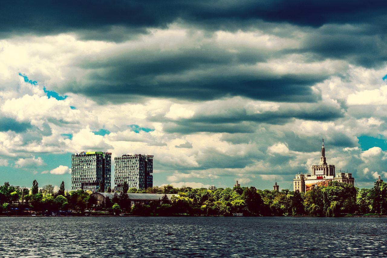 Herastrau Park Casa Presei Libere Bucharest Eyeem Bucharest EyeEm Urban Eyeem Clouds Sky And Clouds Lake Water