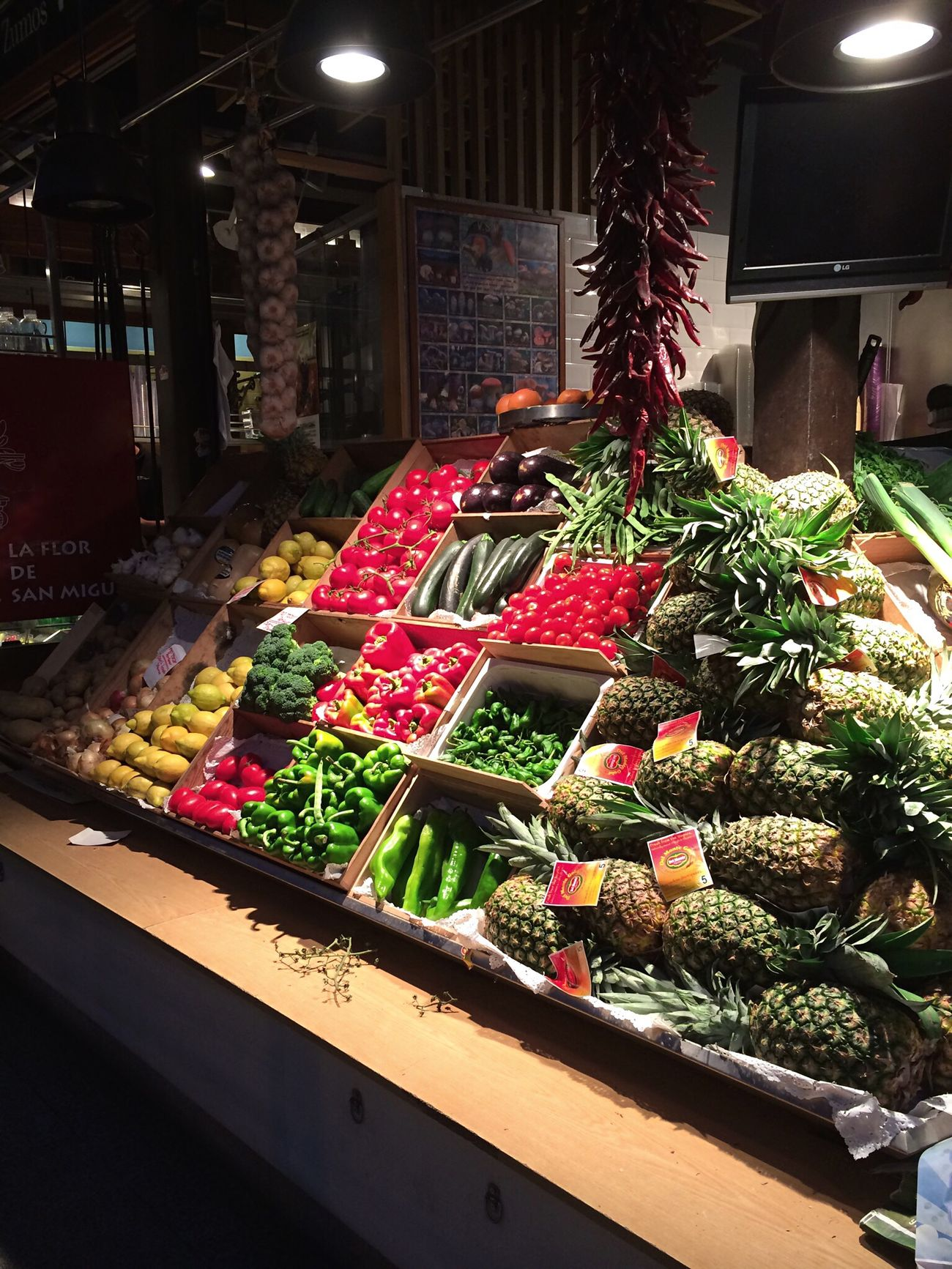 Market Mercato Frutta Verdura Frutta E Verdura Fruit Vegetables Madrid Madrid Spain Red Green Rosso Verde