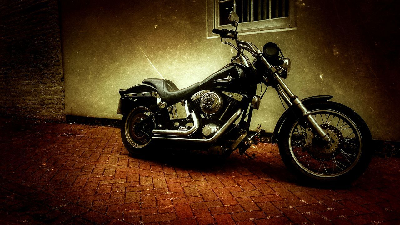 Hello Darkness My Old Friend Motorcycle Dreams Backstreet Freestyle Chrome Sweet Chrome Harleydavidson Live To Ride HarleyDavidsonMotorcycles Harley-Davidson Harley Davidson Motorcycle Photography Softness Motorcycle Lover Motorcycleporn Motorcycles Backstreets & Alleyways American Muscle Harleylife Style ✌ Style Parked Motorcycles MotorcycleDiaries Lifestyle Life In Colors Americana Colour Of Life The City Light