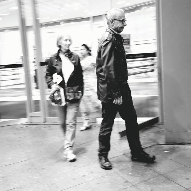 Experimenting at Samsunggalaxygallery Samsung Streetphotography Streetphoto_bw Berlin Blackandwhite Blur Panning