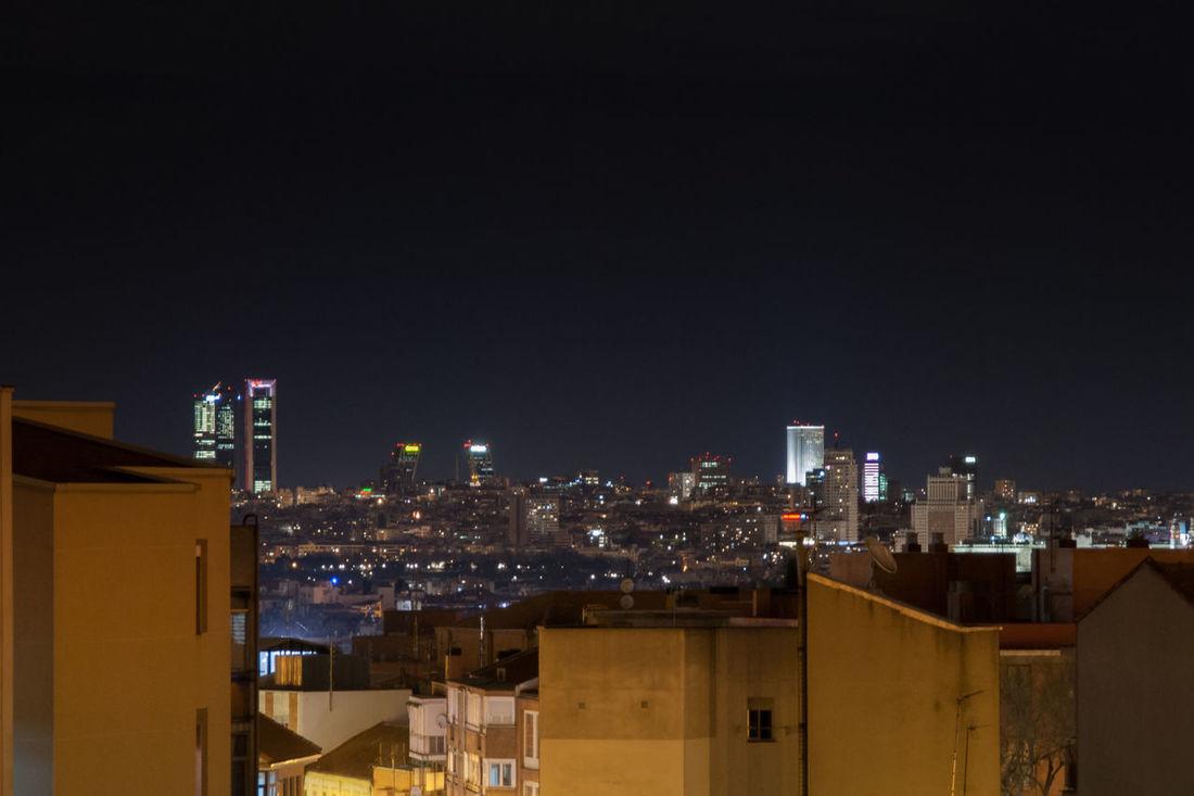 Hoy Madrid nos regala esta bonita imagen, sin humo ni nubes DCMiFotoSemana Madrid España SPAIN Night Noche Skyscraper Cityscape Architecture Urban Skyline City Ciudad Urban Urbano