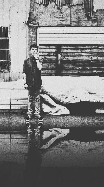 非黑即白竟是吐納之間 One Person Real People Outdoors Childhood Side View Day Architecture Building Exterior Built Structure Young Adult People Adult Travel City Life Diary Blackandwhite Photo Photooftheday IPhoneography Streetphotography LoveYourself EyeEm Selects