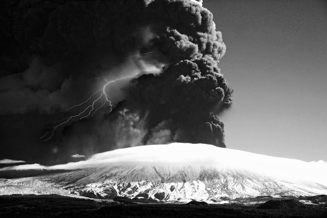 """IDDA"" Burning Cenere Eruzione Etna Fire Flame Forza Della Natura Fulmini Fumo Geology Heat Heat - Temperature Impressionante.. Lava Mountain Parossismo Physical Geography Vulcano The Great Outdoors - 2016 EyeEm Awards"