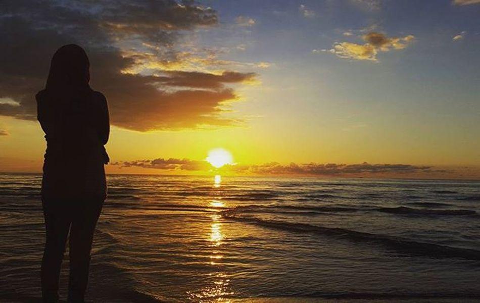 """Bahkan untuk berkata . . """"Aku Rindu"""" . . terasa Kaku, Terasa Sulit.. Saat ini. . . . . Sunset Lovesunsets Love Lovequotes Look Instagood Intagram 0mdpl"""