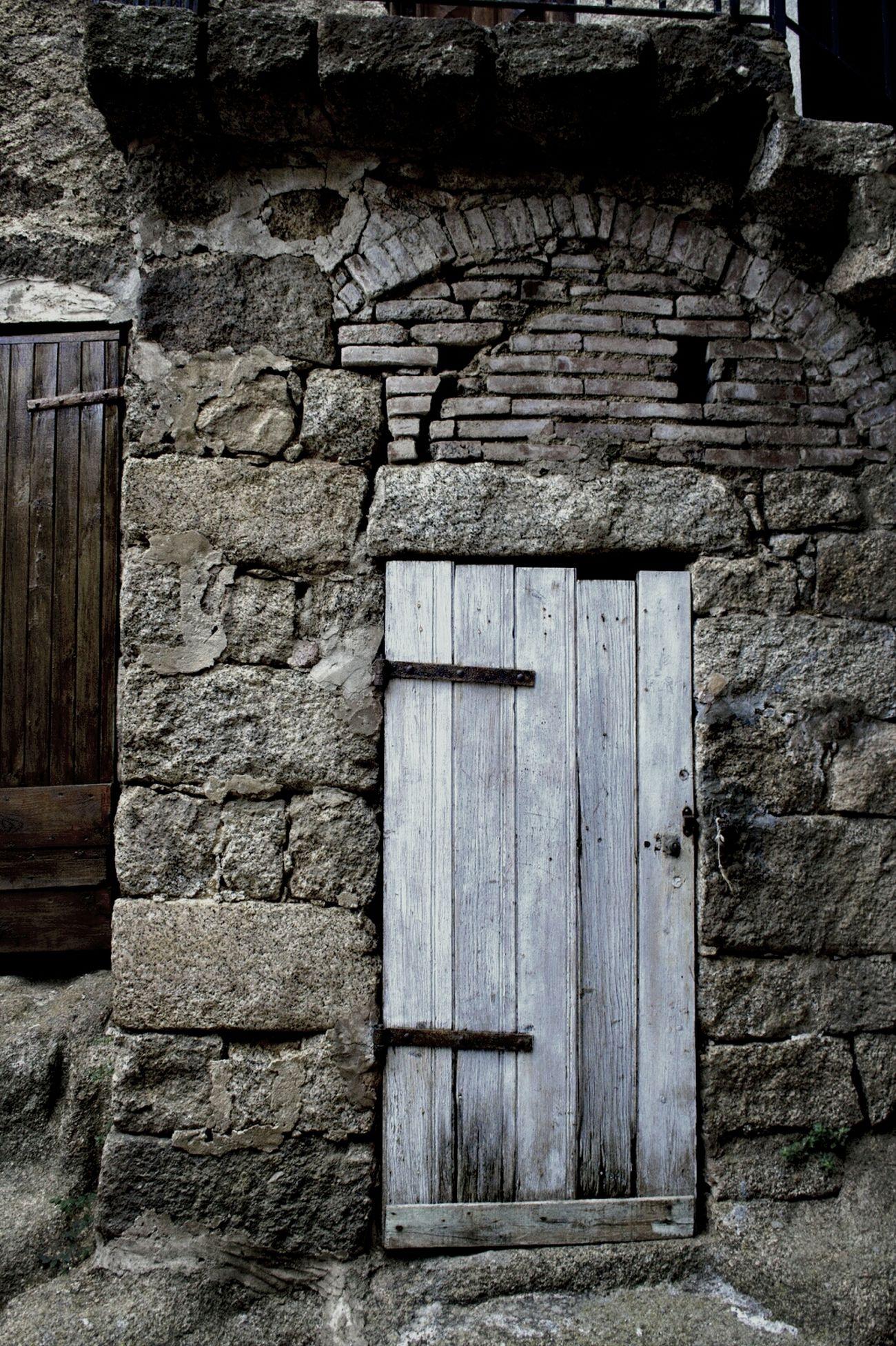 """Village de Sartène en Corse: """"la plus corse des villes corses"""" - Sartène village: """"The most corsican of all corsican cities"""" Street Photography Pittoresque Village Corse"""