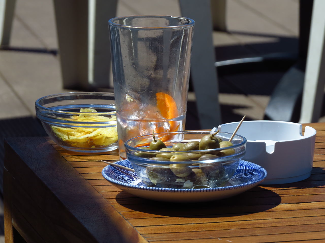 Alcohol Cagliari Cagliari Urban City Chips Close-up Crips Dolce Vita Drink Drinking Glass Eating Out Food Food And Drink Healthy Eating Italian Lifestyle Italy La Dolce Vita Lifestyles Lounge Olives Orange Slice Refreshment Set Table Still Life Table The Table Is Set