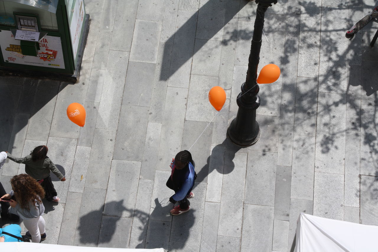 Beautiful stock photos of kinder, real people, balloon, day, outdoors