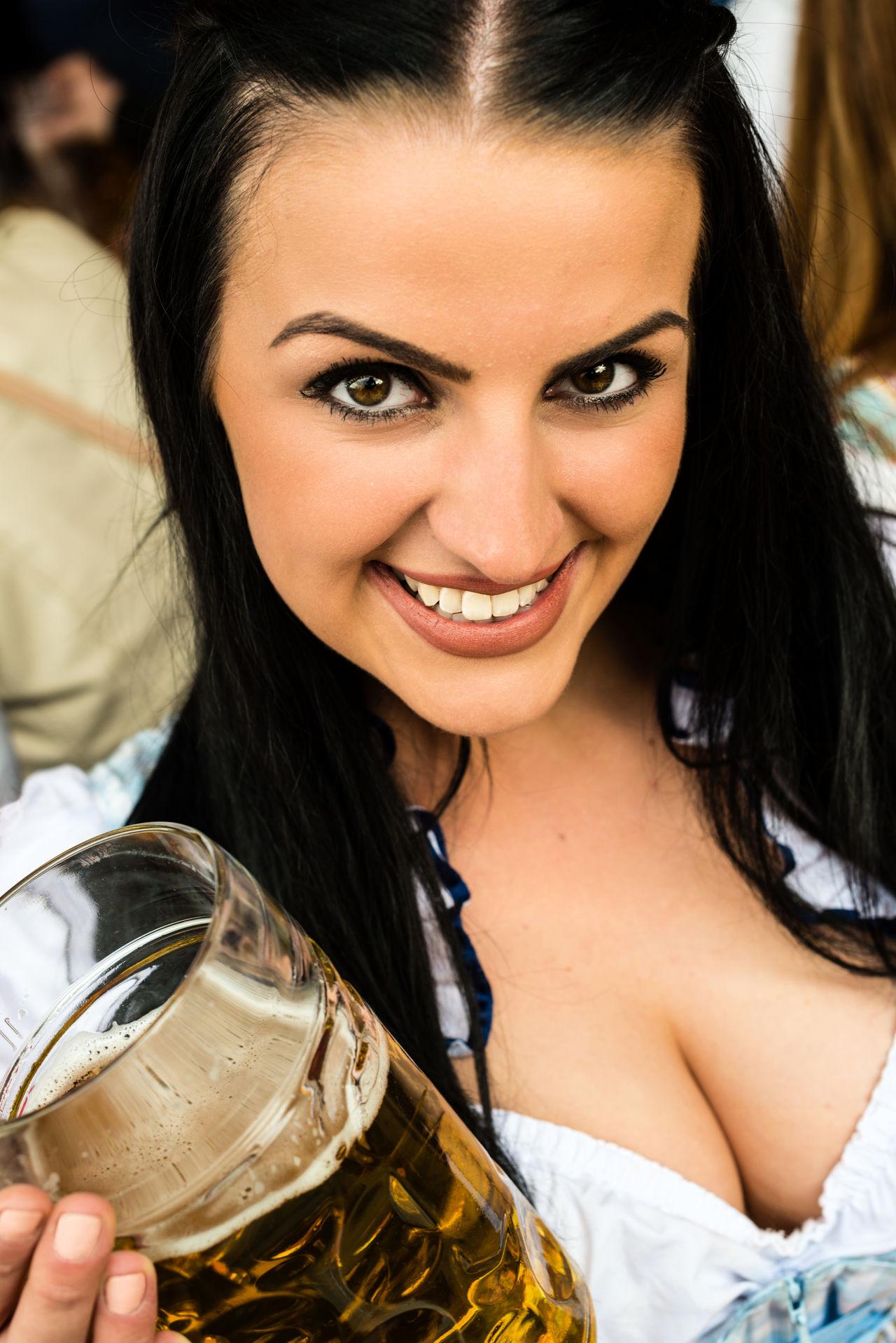 Beautiful stock photos of oktoberfest, 20-24 Years, Beautiful Woman, Beer - Alcohol, Beer Festival