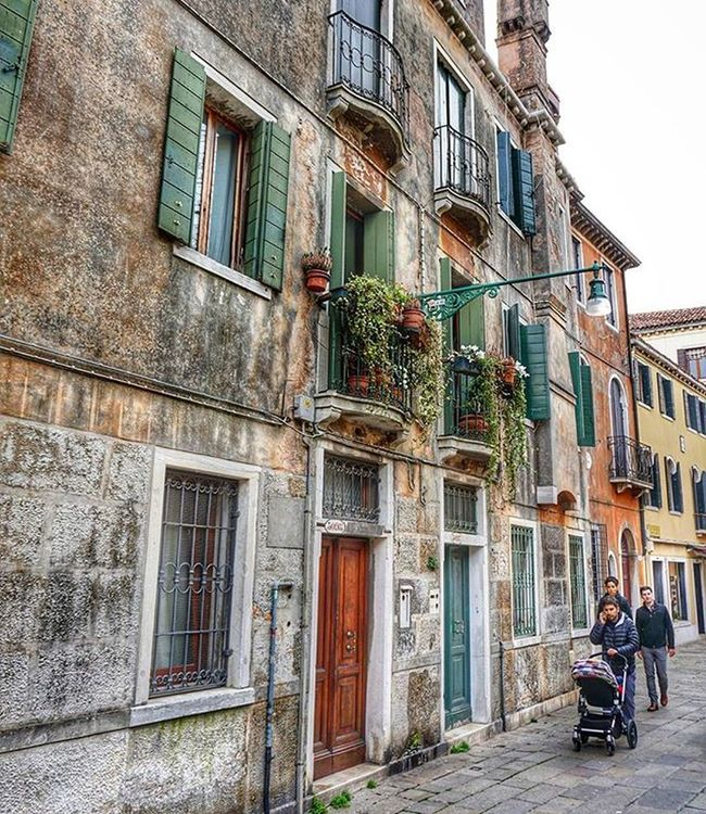 Venice Italya HDR Instagram Photooftheday PhotoADay Travel Trap Balcony Flowers Peoplescreatives People