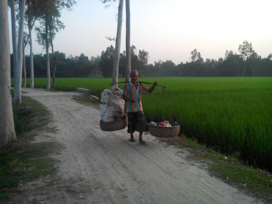 Day Hero Happy Man Happy Day Beautifuloftheday Evening Evening Carry In Business Hard Worker Rural Road Green Road Bangladeshi Worker