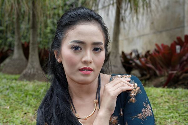 Totally mistaken on portrait, in frame : Mira Rizkiyana S Bandung Shooter Indonesian Shooter Beautiful Woman Close-up Day Front View Grass Leisure Activity Lifestyles Nature One Person Outdoors People Portrait Real People Young Adult Young Women