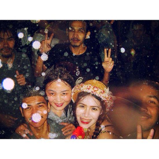 หนาวไม่กลัว กลัวไม่เปียก อิอิ Songkarn2015 Songkarn Uttaradit Photogrid Songkarnday SongkranFestival เก็บตก