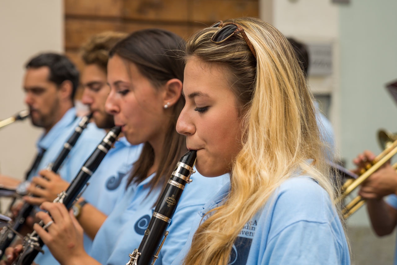 Arts Culture And Entertainment Classical Concert Headshot Leisure Activity Lifestyles Music Music Musical Instrument Musician People Performance Performance Group Playing Plucking An Instrument Saxophone TakeoverMusic Togetherness Togheterness Women Young Women
