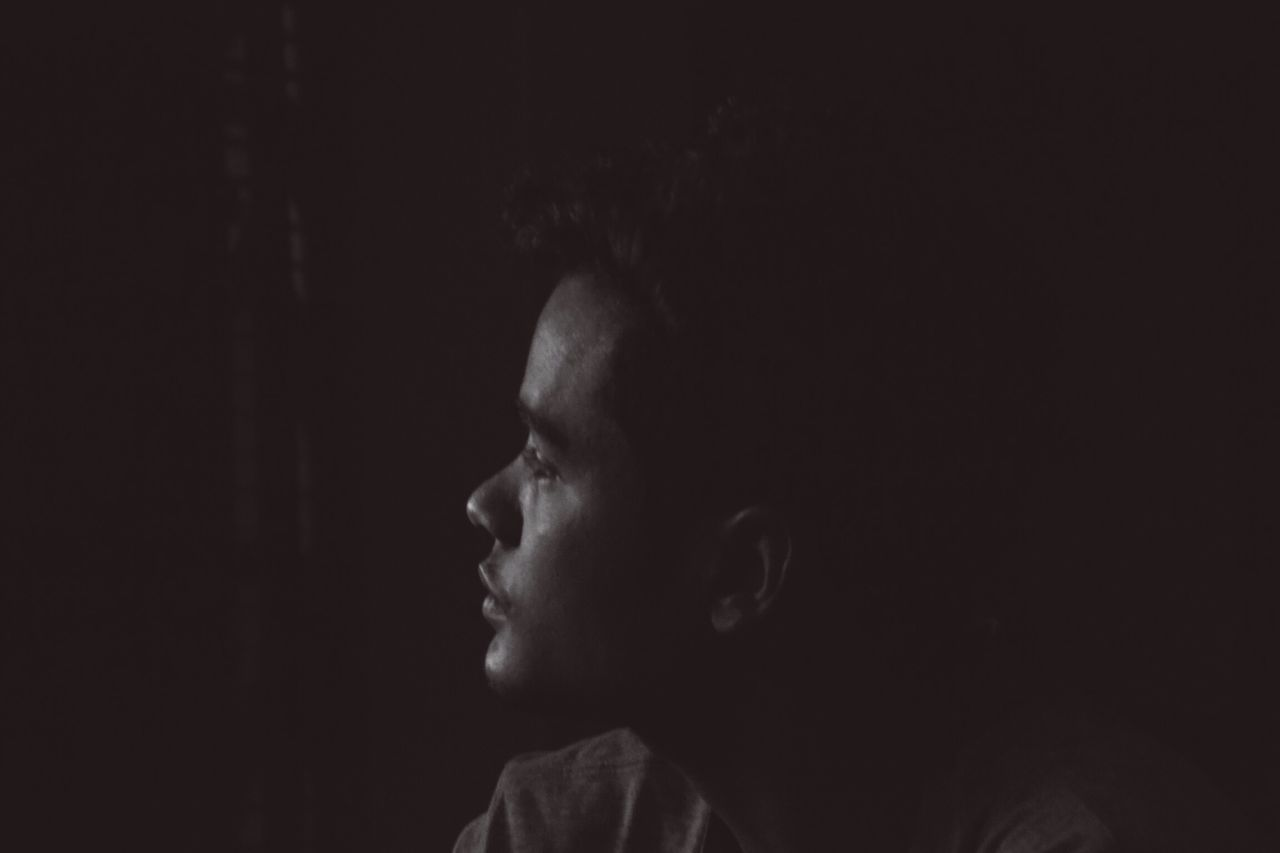 one person, real people, lifestyles, indoors, childhood, headshot, leisure activity, boys, side view, close-up, young adult, day