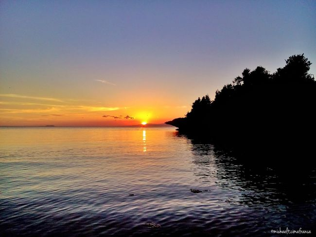 To the western tips of Siquijor. Bugwas Siquijorisland Visitph2015 Beachphotography Beach Itsmorefuninthephilippines Siquijor Wowphilippines Sanjuan Sunset #sun #clouds #skylovers #sky #nature #beautifulinnature #naturalbeauty #photography #landscape 2March.Paliton