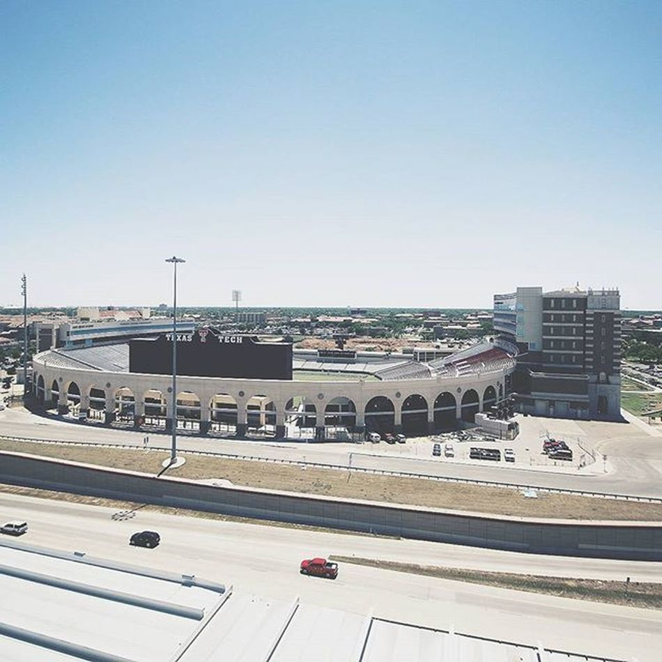 Oh hey good ol'West Texas. 🌵☀ My hometown just giving me the best blue skies. Lubbock Hubcity Lubb Thewest Westtexastales Visitlubbock CanonTeam 1022lens Texastech Stadiums VSCO InstaVsco Shootcanon Fromwhereistand