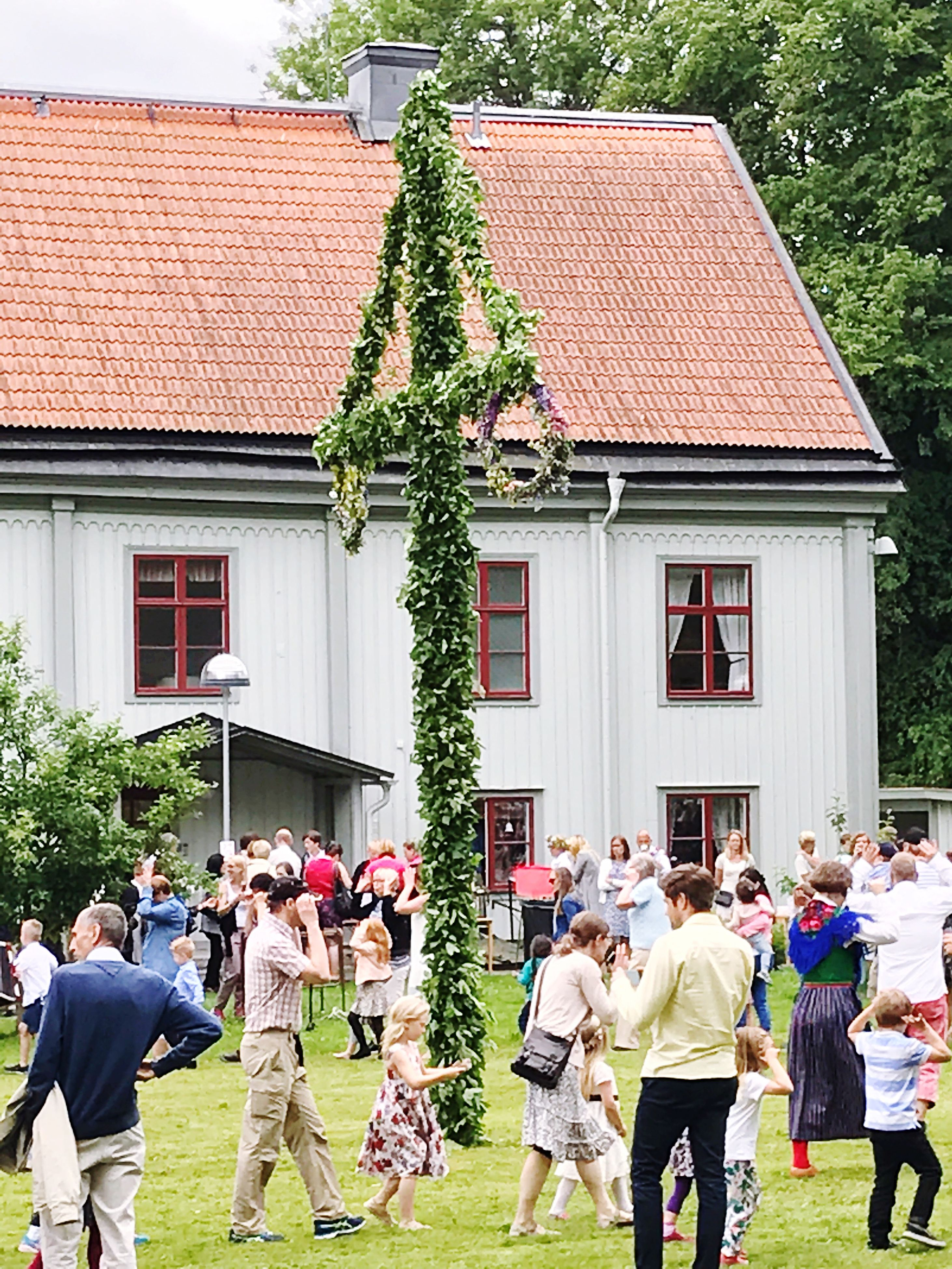 building exterior, large group of people, built structure, architecture, house, real people, day, men, tree, outdoors, education, women, people, sky, adult, adults only