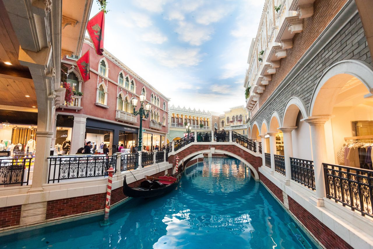 The Venetian Macao is a luxury hotel and casino resort in Macau owned by the American Las Vegas Sands company. Architecture Building Exterior Casino Cotai CotaiStripMacau Day Hotel Interior Interior Design Luxury Macao  Macao China Macau Macau, China Outdoors Shopping Shopping ♡ Sky The Venetian The Venetian Macau Resort Hotel Travel Travel Destinations Vacations Venetian Water