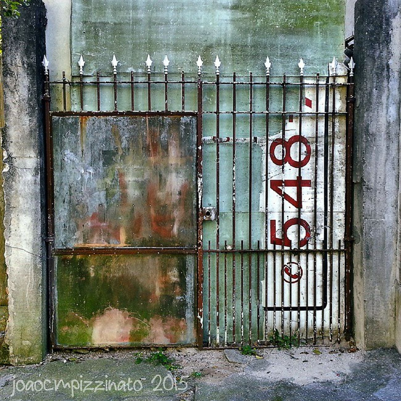 Gate Grimegate Rsa_preciousjunk Flaming_rust trailblazers_urbex 80sixd sundoors door_filth doorknobitry ic_doors portasejanelas portaseportoes kings_doorsandco rsa_doorsandwindows icu_doorsandwindows streetphotography urban streetphoto_brasil tv_urbex colors city zonasul saopaulo brasil photograph