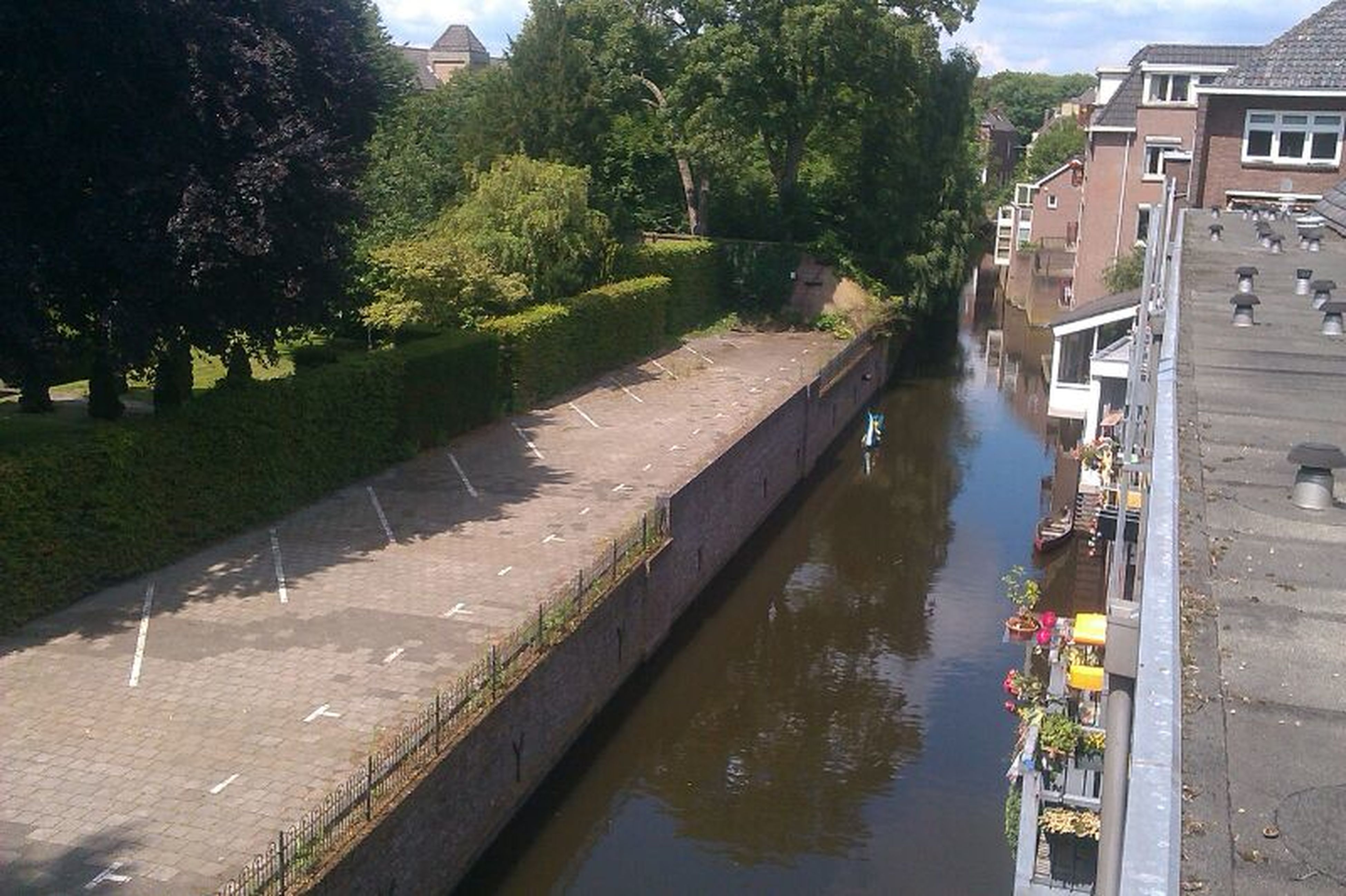 Narrow canals on a sunny day in Den Bosch