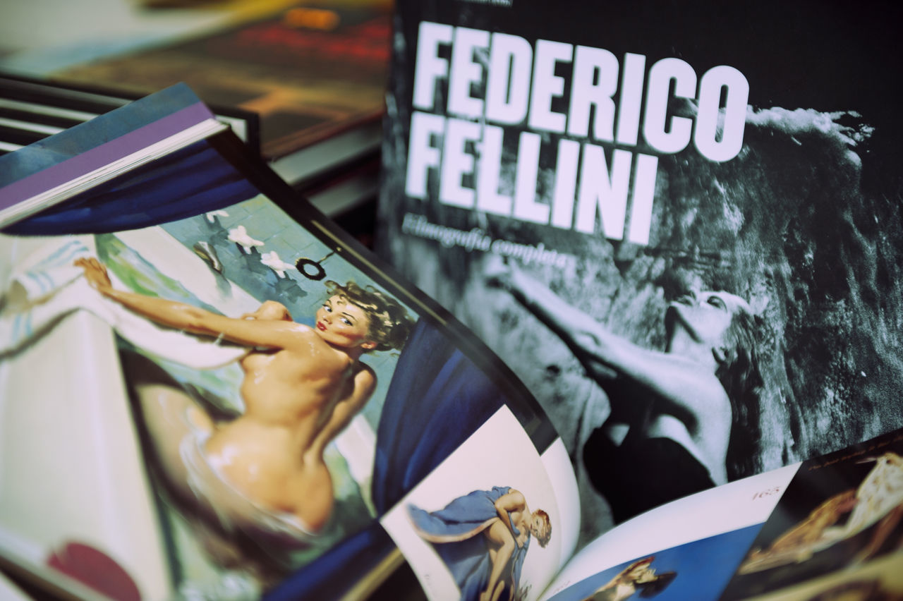 FEDERICO FELLINI Books ♥ Close-up Day Ilustration Kiss Lieblingsteil Movie Time No People Outdoors Woman Who Inspire You