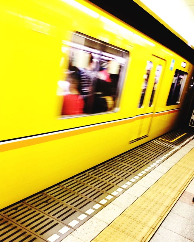 On The Move 銀座線 (Ginza Line) Tokyo Metro New Traveling Life In Motion Yellow Platform