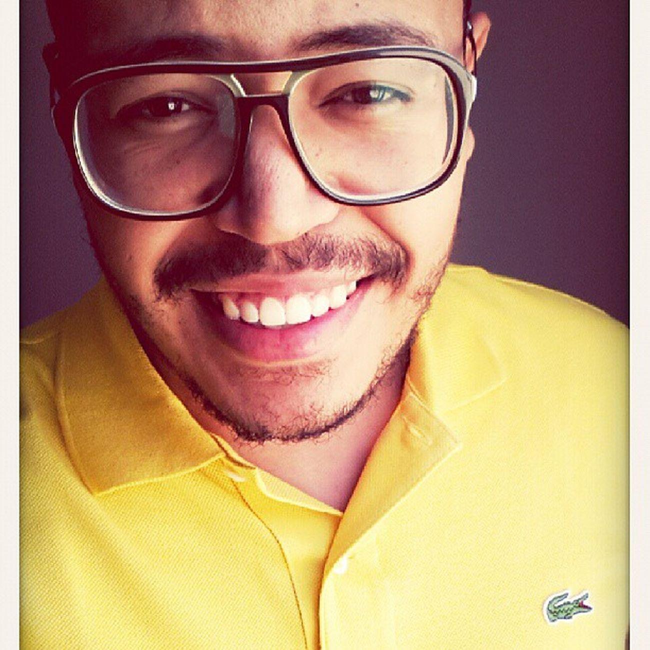 """""""Que o seu sorriso seja sincero, que as suas palavras sejam verdadeiras e que seu olhar seja profundo, porque só assim você conseguirá fazer seus dias melhores do que o dos outros."""" PENSAMENTOS  SextaLindaaa Smile VaiMostraEsseSeuSorriso Bdia YellowBoy GodIsGood"""