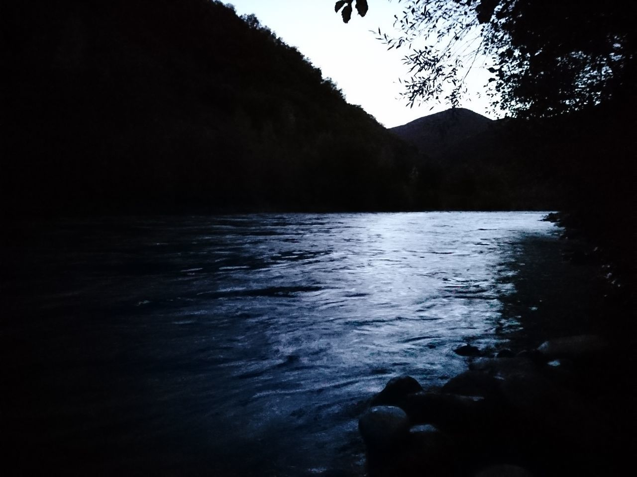water, mountain, nature, silhouette, tranquility, beauty in nature, scenics, tranquil scene, outdoors, lake, no people, day, sky, tree