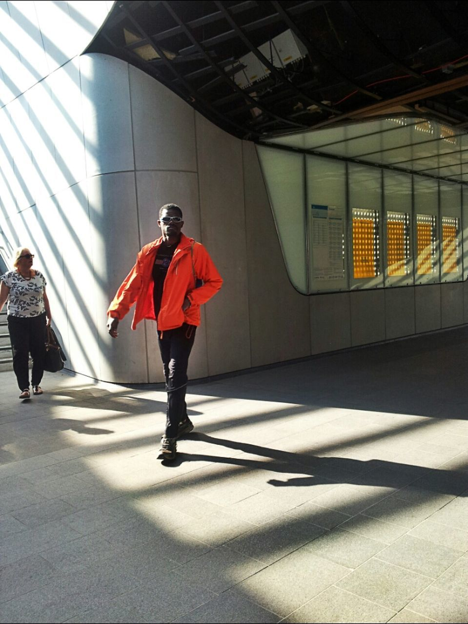full length, walking, lifestyles, built structure, architecture, men, rear view, leisure activity, casual clothing, person, building exterior, the way forward, city life, indoors, city, on the move, street, standing