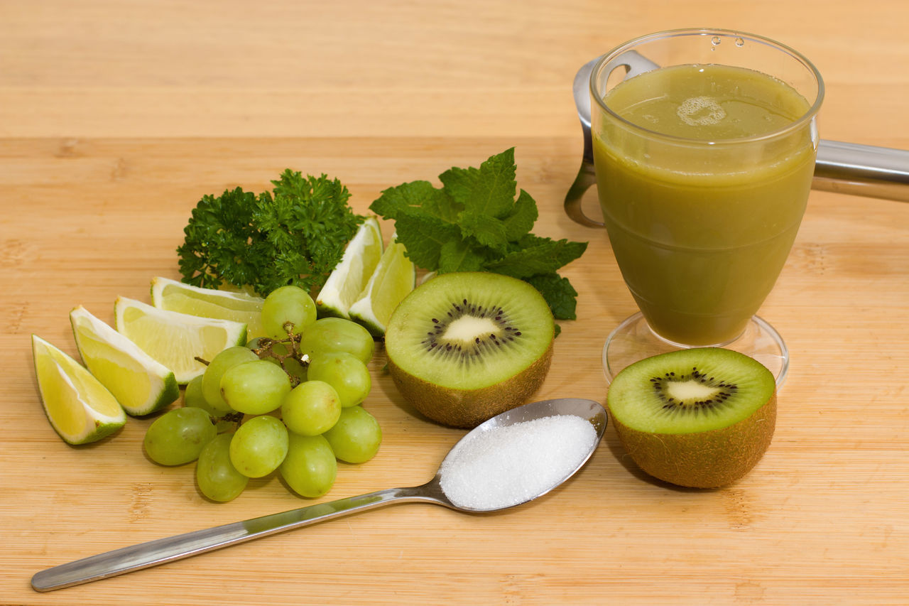 Drinking Glass Fruit Healthy Eating Freshness Lime Green Lime Kiwifruit Kiwi Fruit Peterselie Mint Leaves Sugar Grapes Smoothies!♥ Smoothy Smoothie Ready-to-eat Ready To Drink SLICE