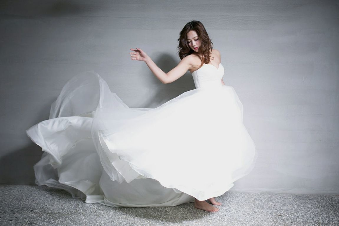 飄 #elegant #weddingdress Only Women People One Person Dancing Adult One Woman Only Adults Only Dancer Studio Shot Arts Culture And Entertainment Fashion Stories