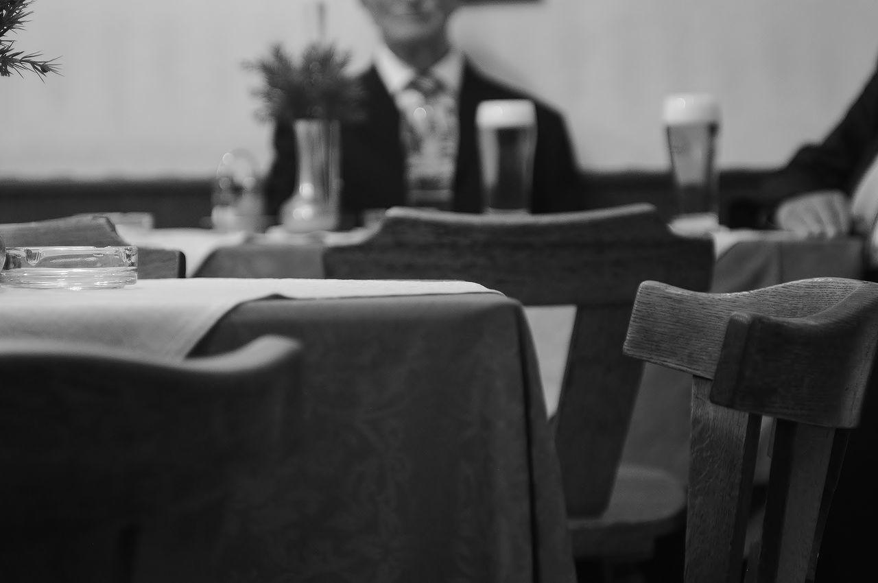 männer und bier Beer Beer Time Bier Black And White Blackandwhite Blackandwhite Photography Cafe Drinking Drinking Beer Gastronomy Half Face Indoors  Leisure Activity Man Men Noir Et Blanc Old-fashioned Part Of Pub Schwarz & Weiß Schwarzweiß Sitting Table Tradition Unrecognizable Person