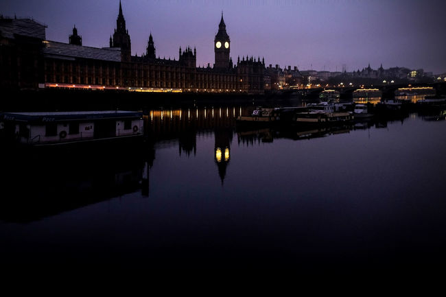 Westminster At Westminster Bridge Riverthames Golden Hour London Bigben Beautiful Purple Ghettyimages Check This Out