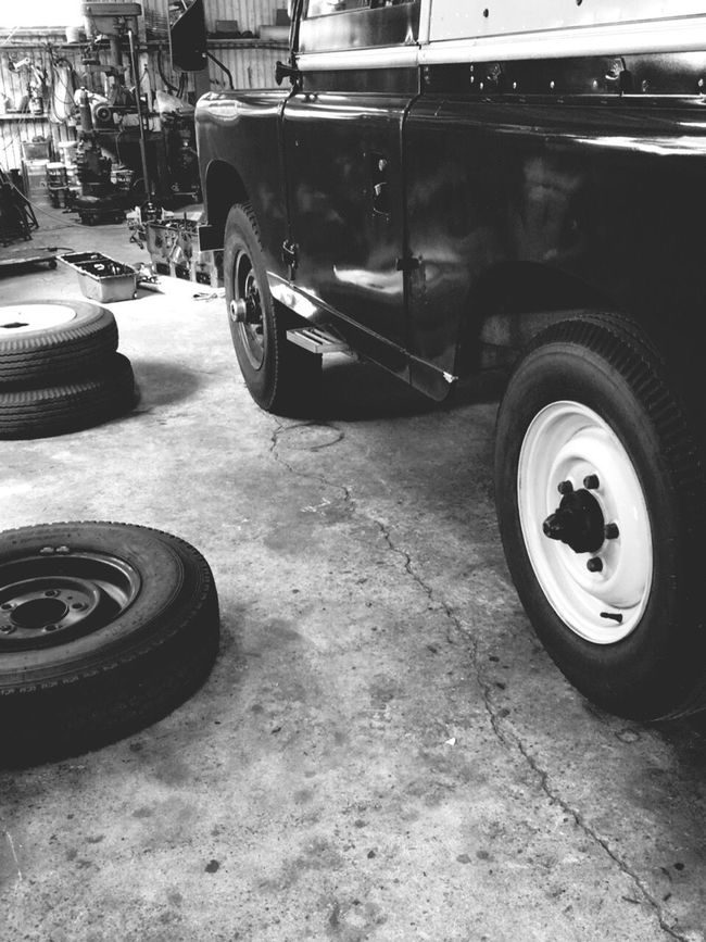 仙台はもうスタッドレスタイヤに交換し始めてます。私は帰京し、工場に預けていたスタッドレスタイヤに交換してます。こっちはまだ暖かく、蚊がいますよ😵💦 Land Vehicle Car Vehicle Land Rover Landrover  Land Rover Series LAND ROVER SERIES 2 Tyre Tyres Studless Tire Winter Tires Garage Vehicle Maintenance Maintence Maintenance Day Blackandwhite Black And White Black & White Blackandwhite Photography Monotone Monochrome Photography Monochrome Hello World Vintage Cars Classic Car
