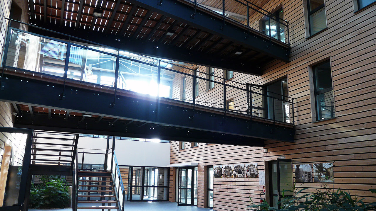 Architecture Architecture_collection Ebenen IPN IPN ❤️ Patio Standing Wooden Slats Architecture Architecture Interior Building Interior Built Structure Floors Girders Indoors  Levels Lighting Interior Niveau No People Plancher Poutres Strahlen Wood And Metal In Lorient