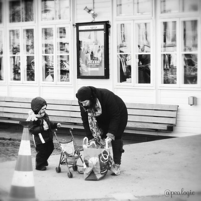 Hanging Out People Watching Blackandwhite Bnw Noiretblanc Blancoynegro Bws_worldwide Eye4photography  Hot_shotz Bwstyles_gf Bwsquare Bwstreet Bwstyleoftheday EE_Daily: Black Sunday EE_Daily: Black And White Sunday