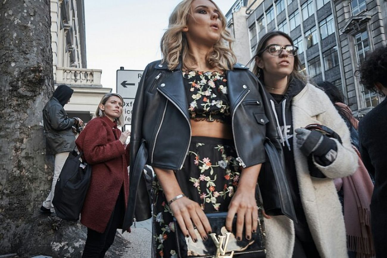 Cavendish Place. Blond Hair Togetherness Outdoors Fashion Low Angle View Candidshot Candid Photography Sidewalk Fitzrovialitter Streetdreamsmag Walking Women People Street Photography Streetphoto London Calling LONDON❤ City Life City Street Street Photo Streetphotography Streetphotographer Street Close Up Shot London Streets