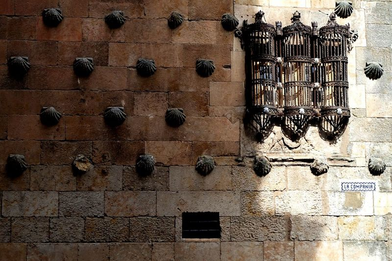 Salamanca // La compañía Architecture Window Full Frame No People Repetition Famous Place Salamanca SPAIN EyeEm Best Shots Eyeem Collection My Year My View Miles Away The City Light