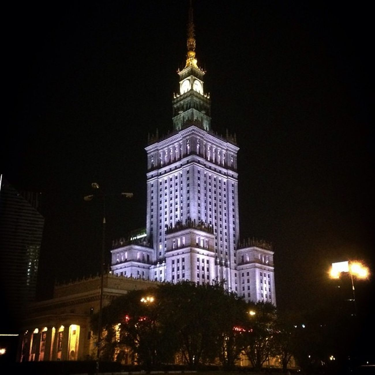 Third attempt to use SKRWT for perfecting architecture shot. The infamous Palace of Culture and Science in Warsaw . Doyouskrwt Skrwt Allhailsymmetry Nofilter Igerswarsaw Igerswarszawa Palackultury Palackulturyinauki Mobilnytydzien Grupamobilni