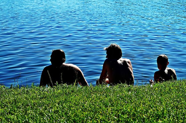 Three Generations ' ...watching the time go by... ' No Talking Necessary Focus On Three Men From Behind View On The Lake Sitting In The Sun Blue Water Summertime Colour Of Life Color Palette Light And Shadows Beliebte Fotos Lake Kinzigsee Langenselbold Germany🇩🇪 Showcase August