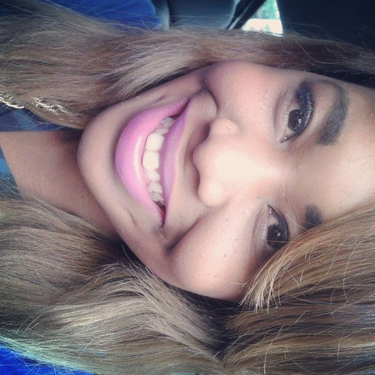 Voltandodacasadopai Igreja Hair Loiro batom rosa negra xadres smile sorriso debemcomavida - pretinha desse jeito cê me deixa sem chão...