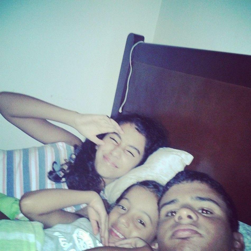 Haha,fazendo bagunça antes de dormi :) NoEscuro FlashForte Bagunça Primo Irmã InstaLikes BoaNoite