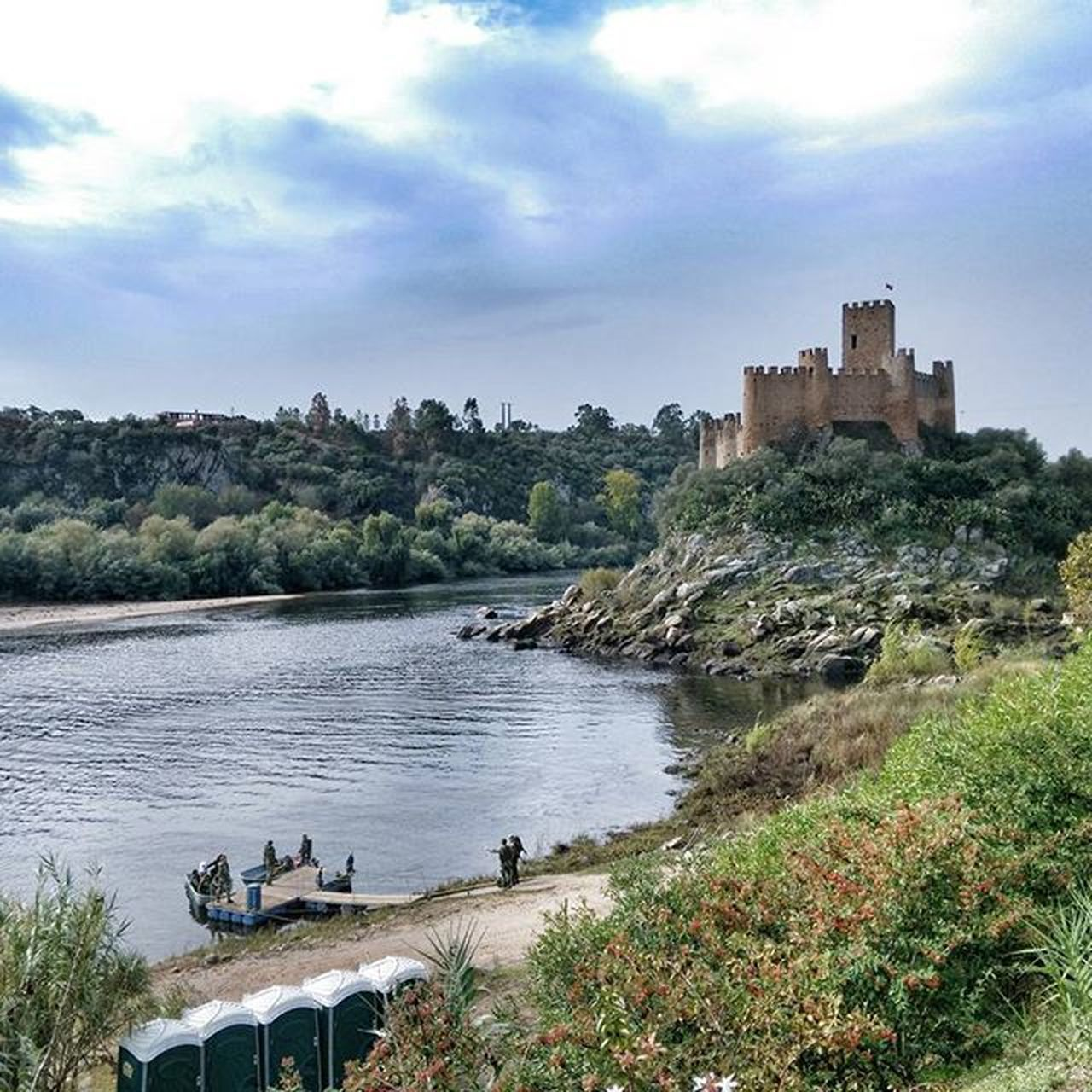 architecture, built structure, building exterior, castle, water, fort, sky, history, day, nature, cloud - sky, outdoors, tree, real people, beauty in nature, animal themes