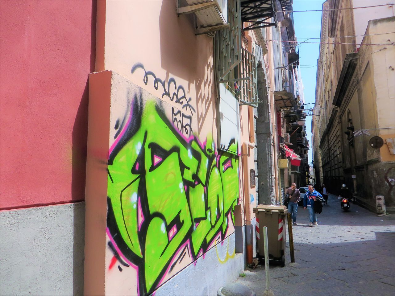 architecture, built structure, building exterior, graffiti, city, outdoors, day, no people