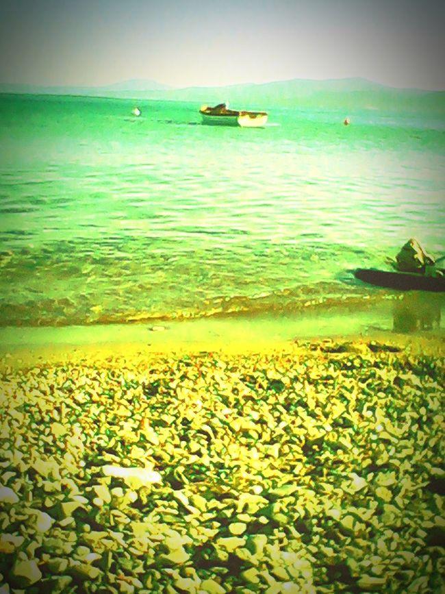 Deniz kokusu ,güneş,kum ,muzik ve vazgecilmezlerimizden olan kahve