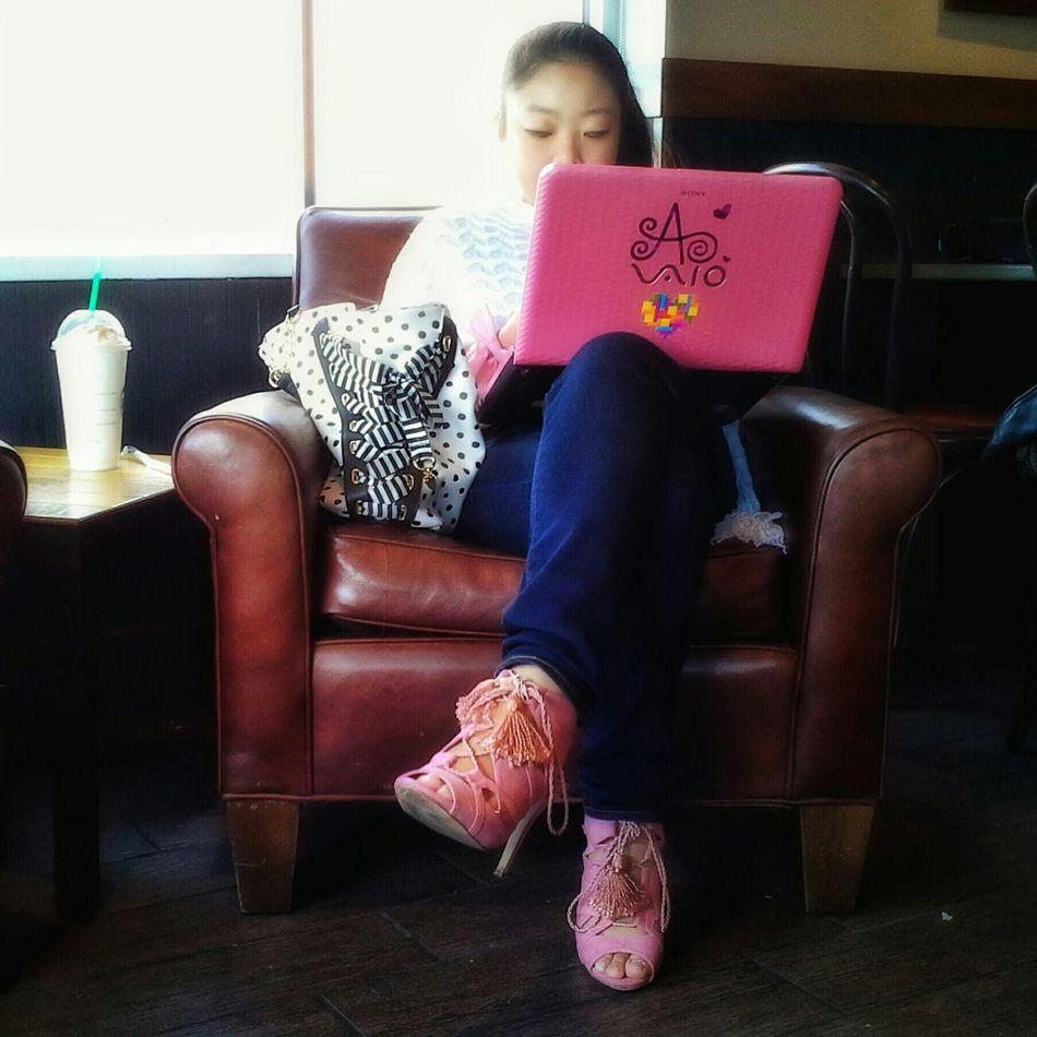 Samsung Galaxy Note 8 Streetphotography Street Starbucks Pink VAIO the pink vaio at Starbuck's