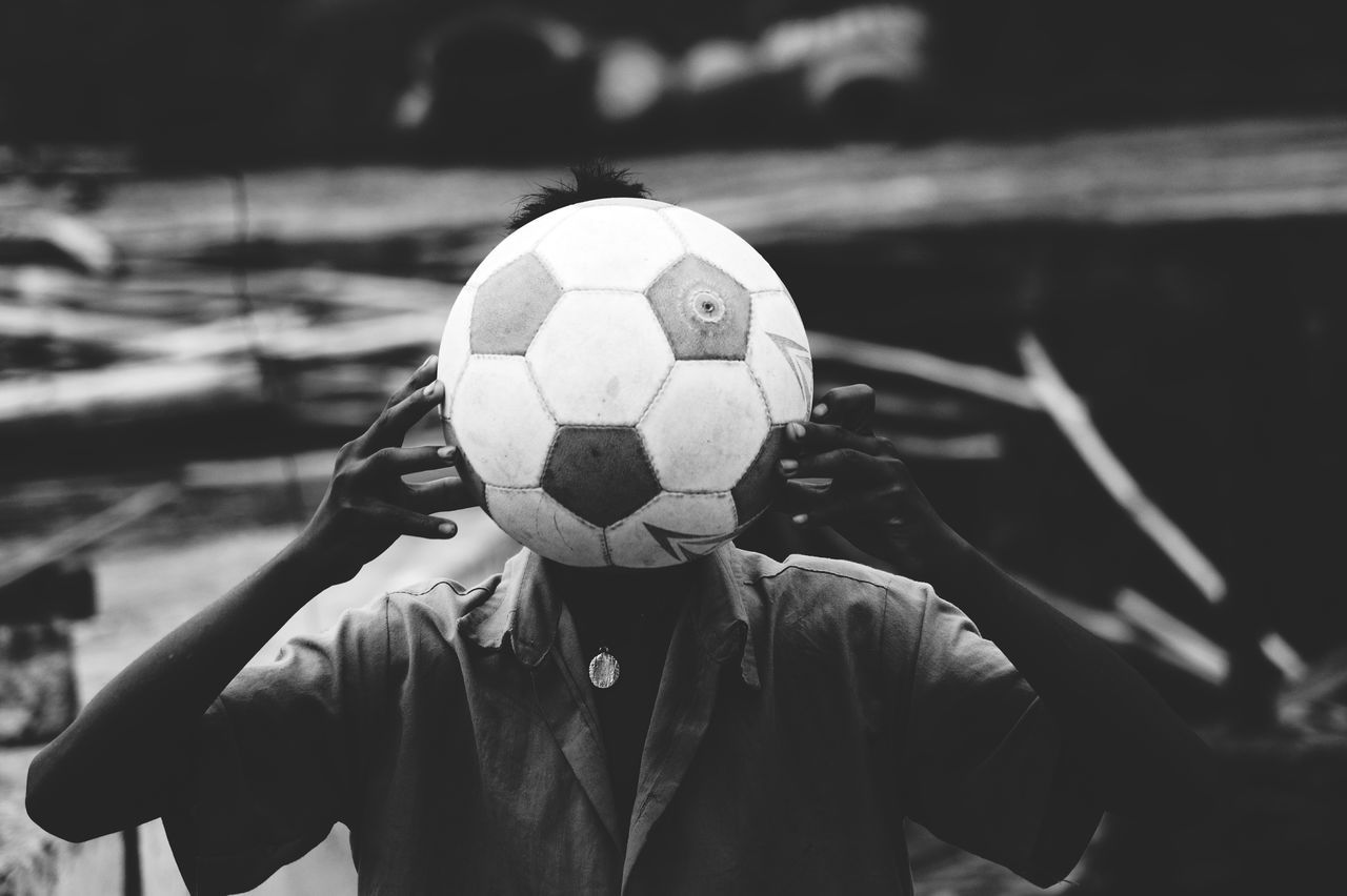Sport One Man Only One Person Leisure Activity Only Men People Winter Soccer Adult Adults Only Outdoors Men Cold Temperature Headshot Day Adventure Headwear Fan - Enthusiast Soccer Field Nature