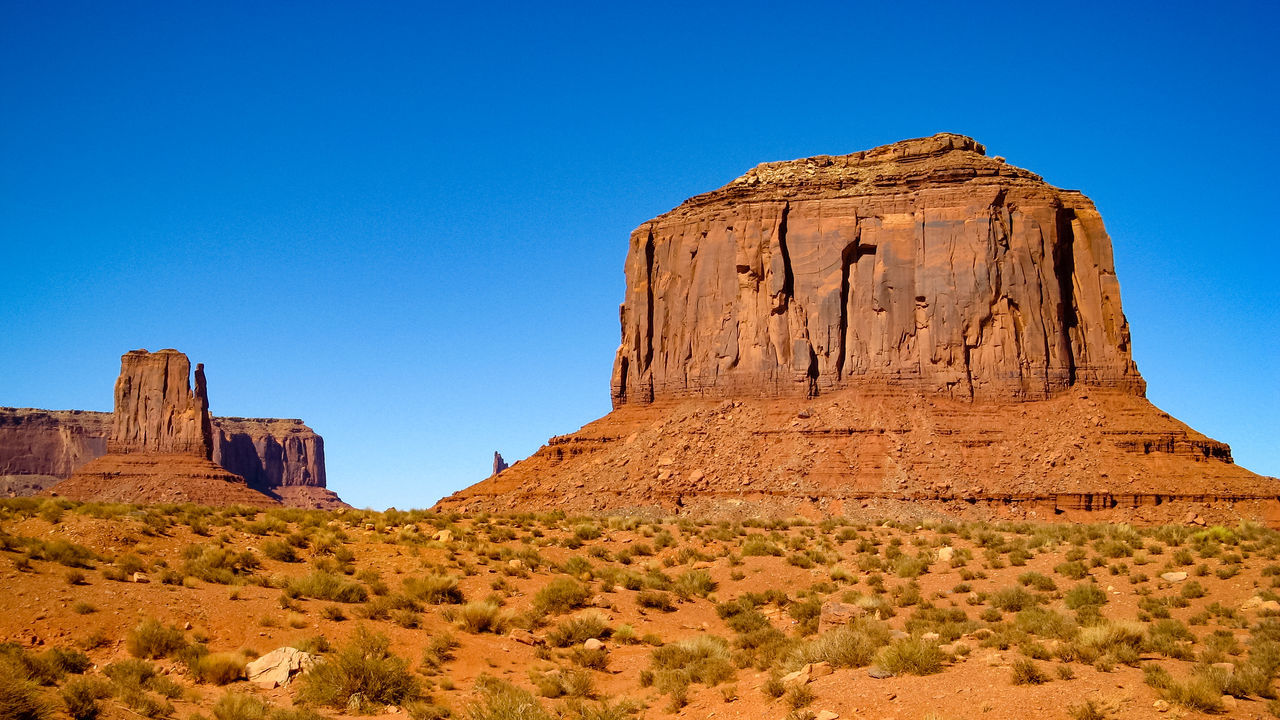 Monument Valley Rock Formation Western USA Eroded Mountain National Parks Physical Geography Eroded The Old West Scenic Landscapes Old West  Wind Erosion Sandstone Geological Formations Geological Formation Eroded Rocks Rocky Mountains Sandstone Rocks USA Old West  Rock - Object Natural