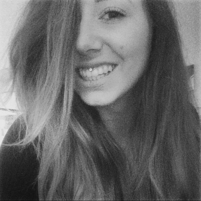 Selfportrait Self Portrait Selfies Girl Smile Blackandwhite Black And White Hanging Out Relaxing Selfie